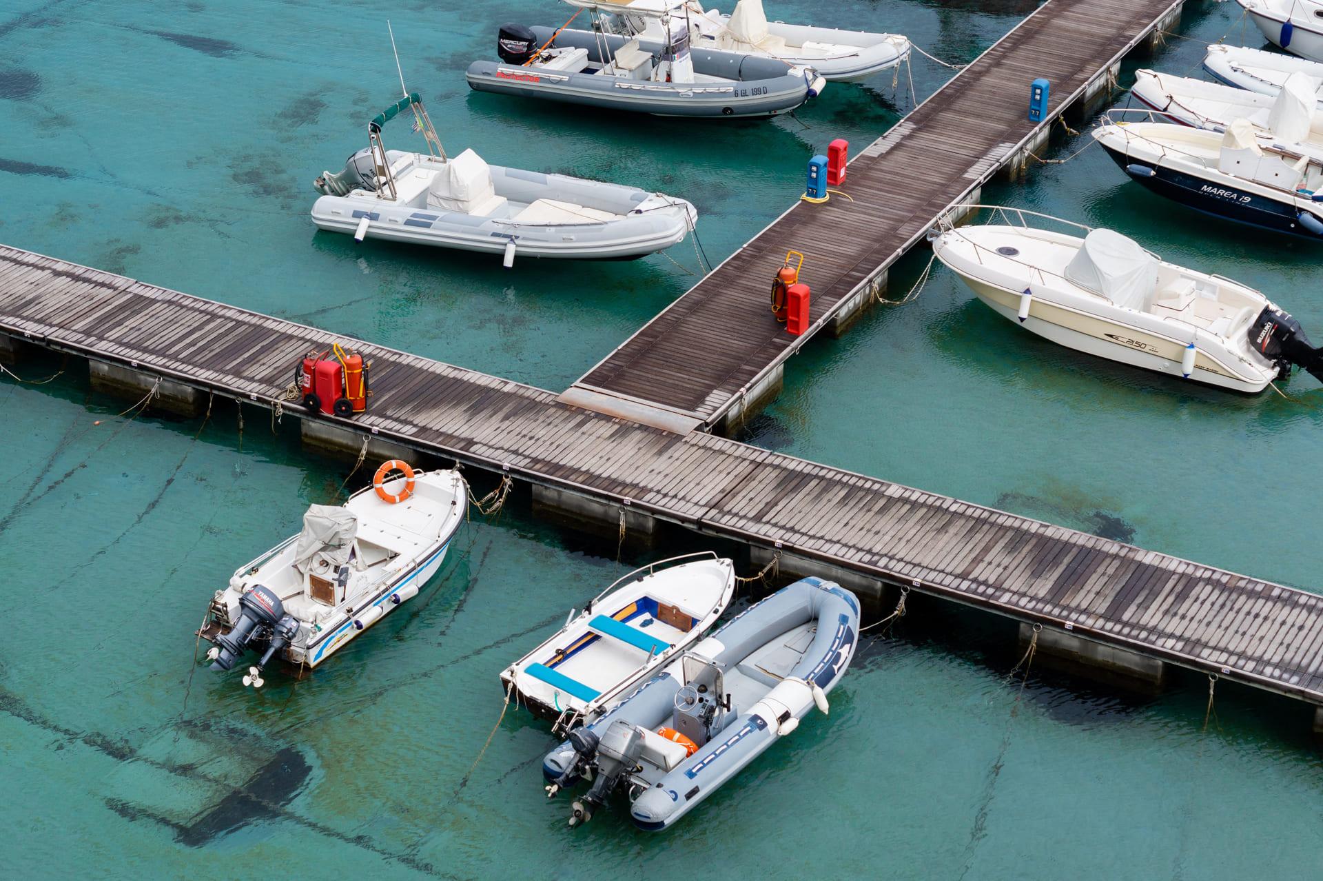 Barcos atracados en un puerto - Posidonia